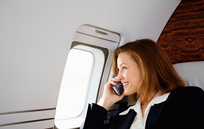 چرا در هواپیما گوشی همراه را خاموش میکنیم؟
